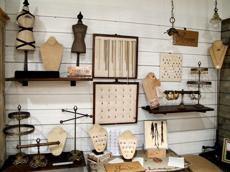 Textured 3d slatwall woodgrain slatwall panels photos for Boutique wall displays